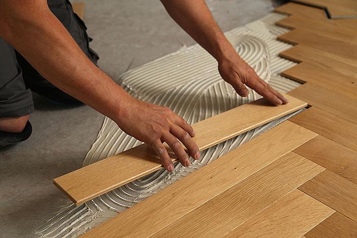 pokládka drevených parkiet